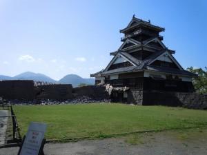 被災後の宇土櫓(国指定重要文化財)