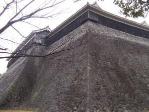 被災前の北十八間櫓(中央)と東十八間櫓(左奥)