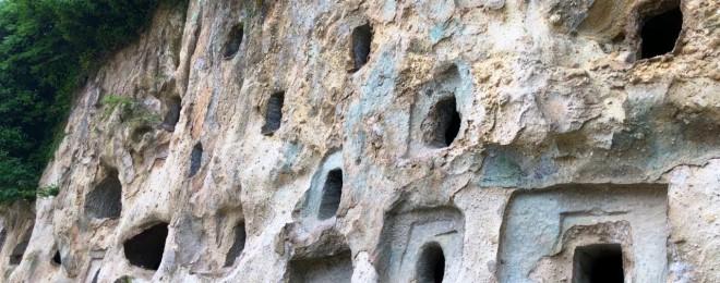 不思議な百の穴 九州のカッパドキア? 滝尾百穴 横穴古墳群 パワースポット